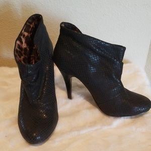 Betsey Johnson Snake Black Bootie Leather 7M